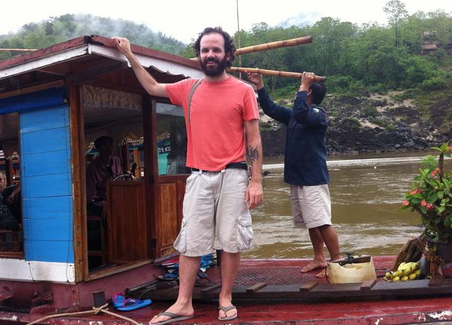 Dois dias pelo Mekong River, rumo a Vientiane, Laos.