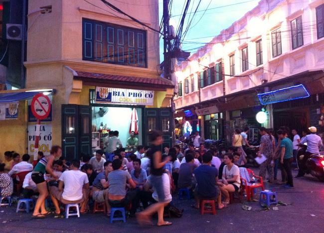 Tomando algumas na Bia Corner, Vietnã