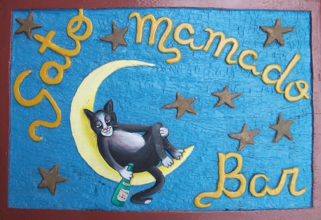 Placa esculpida e pintada por Sônia Furtado