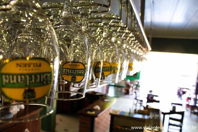 Encha esses copos de Bierland, por favor