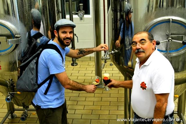 Provando direto da fonte com o Seu Antônio, mestre cervejeiro da Das Bier