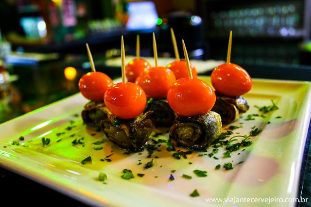 Rollmops de anchova com ovinhos de codorna defumado
