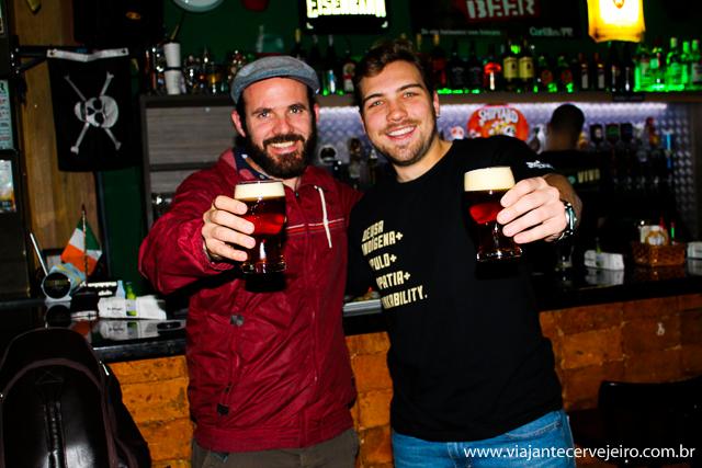 Edson (Viajante Cervejeiro) e Diego (Barbarium Beer Pub)