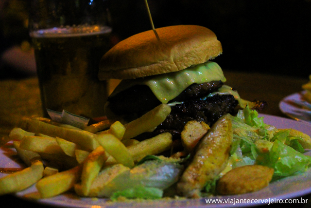 Hambúrguer artesanal sensualizando