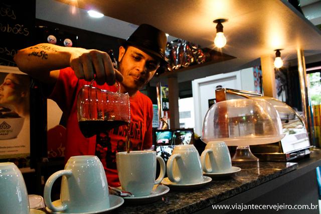 Café moído na hora da Martin's Café, interior do estado de SP